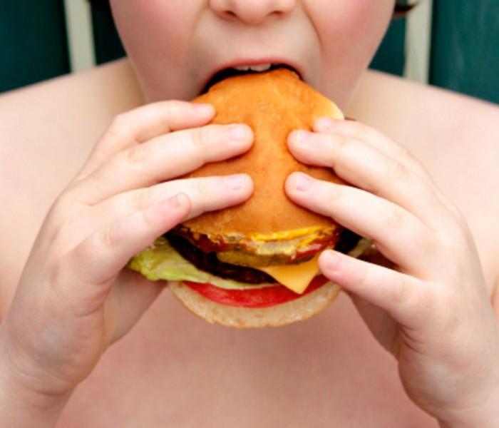 Obesità infantile, in molte famiglie passa inosservata
