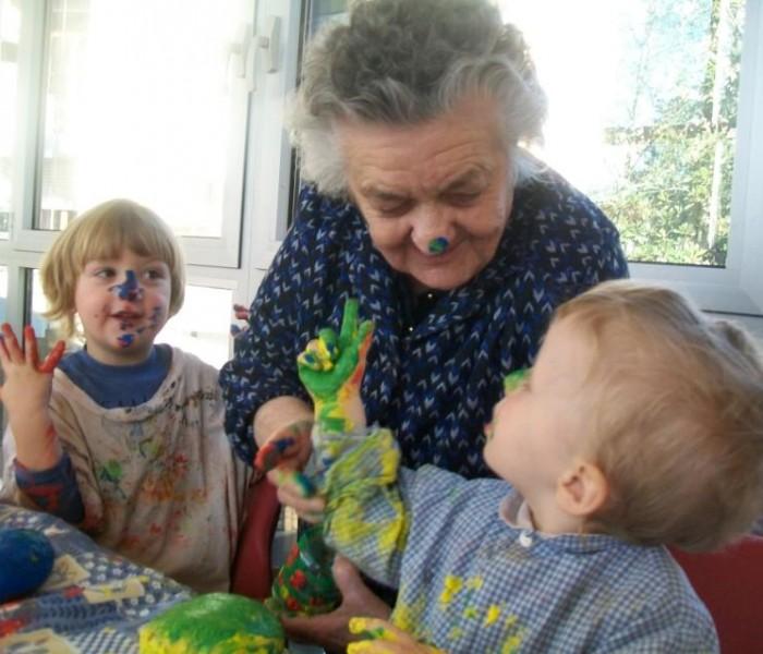 Anche in Italia l'asilo dove bambini ed anziani crescono insieme